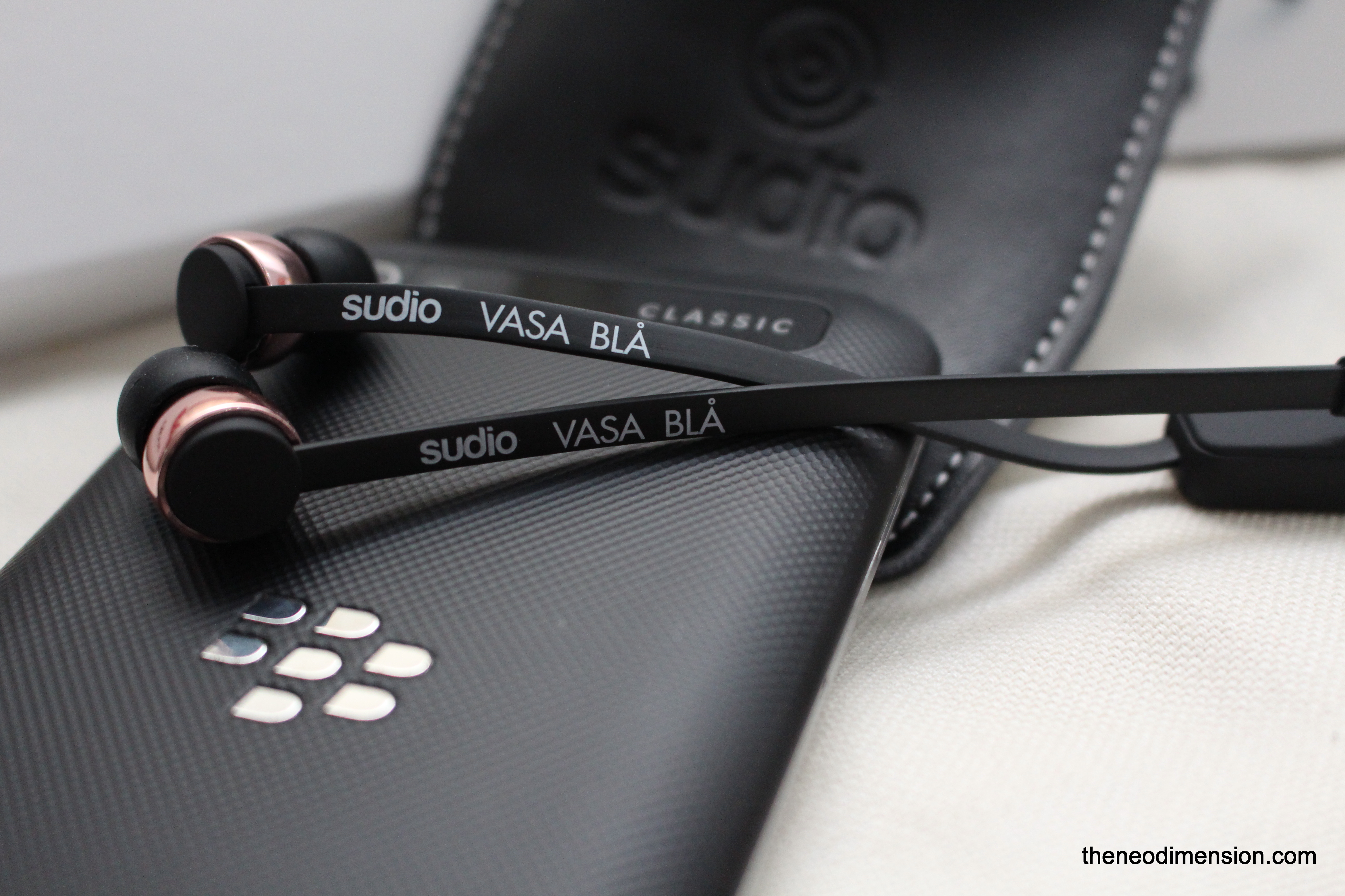 Sudio Vasa Bla and BlackBerry Classic