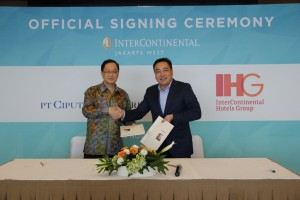 Artadinata Djangkar, Director of Ciputra Group and Clarence Tan, Senior Vice President, Development, Asia, Middle East & Africa (AMEA), IHG